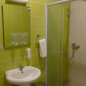 Galerija, Trokrevetna soba - kupatilo